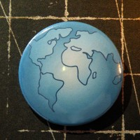 BADGE 3.8 cm - GLOBE MAPEMONDE par Lily Fairy