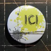 BADGE 3.8 cm - COUTURE ICI JAUNE par Lily Fairy