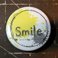 BADGE 3.8 cm - COUTURE SMILE JAUNE par Lily Fairy