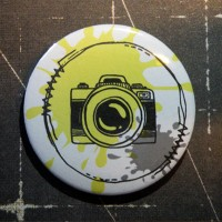 BADGE 3.8 cm - COUTURE APPAREIL PHOTO JAUNE par Lily Fairy
