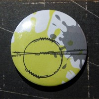 BADGE 3.8 cm - COUTURE JAUNE par Lily Fairy