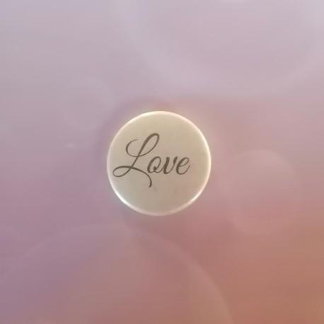 BADGE 2.5 cm - LOVE {attributes}